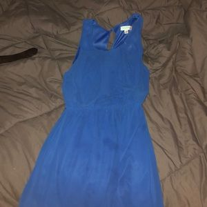 Short blue dress.